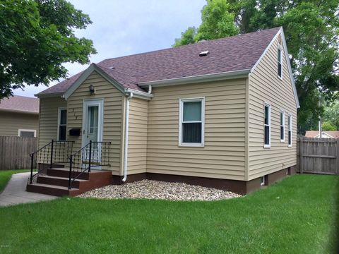 Photo of 315 8th St Se, Watertown, SD 57201