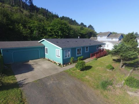 355 Nw 55th St, Newport, OR 97365
