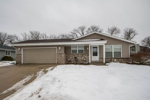 Photo of 705 Rohda Dr, Waterford, WI 53185