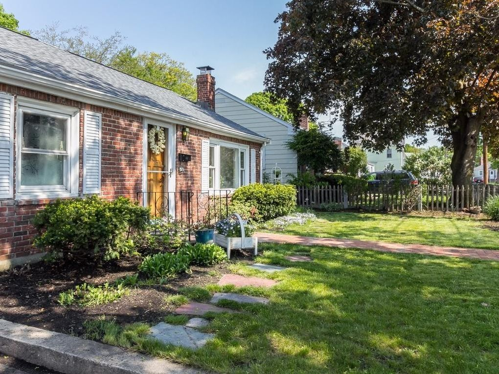 55 Webster St, Watertown, MA 02472