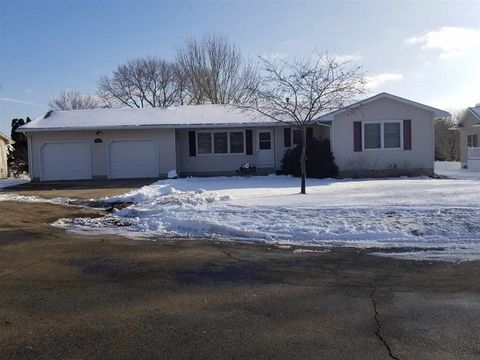 Photo of 103 Celia Dr, Maquoketa, IA 52060