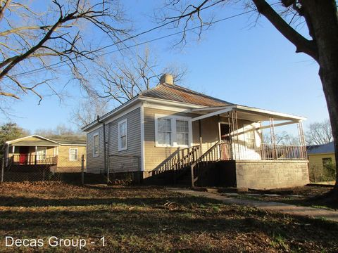 Photo of 909 Exeter Ave, Bessemer, AL 35020