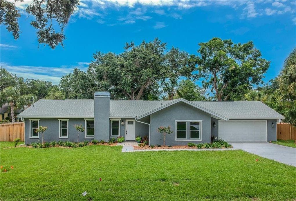 14718 Pine Dr, Largo, FL 33774