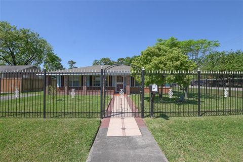 Photo of 13533 Vicksburg St, Houston, TX 77015