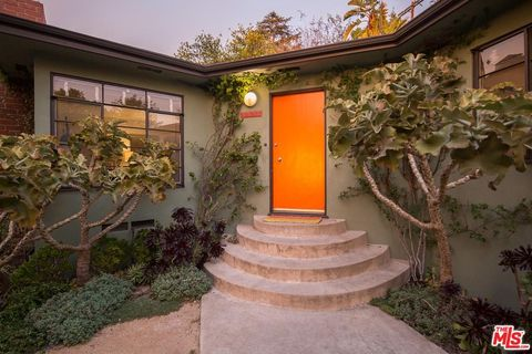 Photo of 3927 Melbourne Ave, Los Angeles, CA 90027