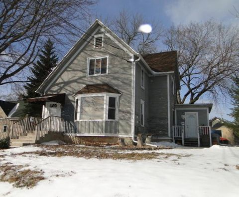 Photo of 128 S Center St, Waterford, WI 53185