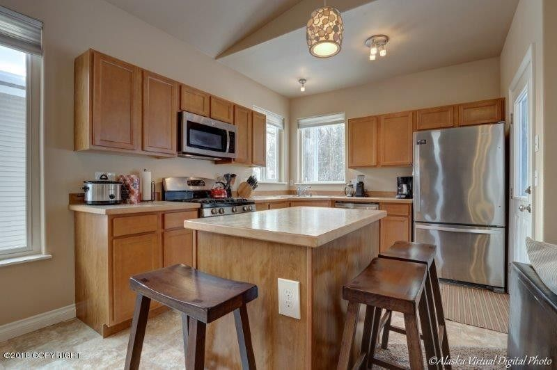 462 Oklahoma St, Anchorage, AK 99504