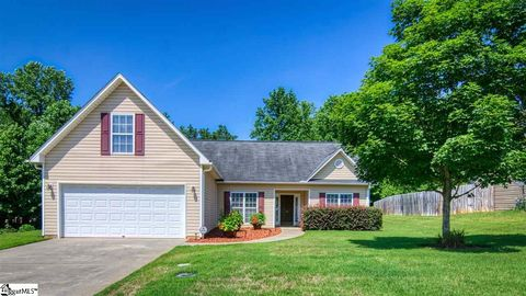Photo of 152 Rounded Wing Dr, Easley, SC 29642