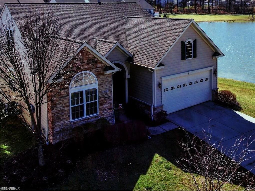 210 Hidden Lake Ln, Peninsula, OH 44264