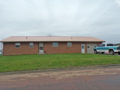 Photo of 301 4th St Se, Wessington Springs, SD 57382