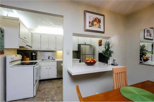 8107 Sw 72nd Ave Apt 410 E, Miami, FL 33143 - Kitchen