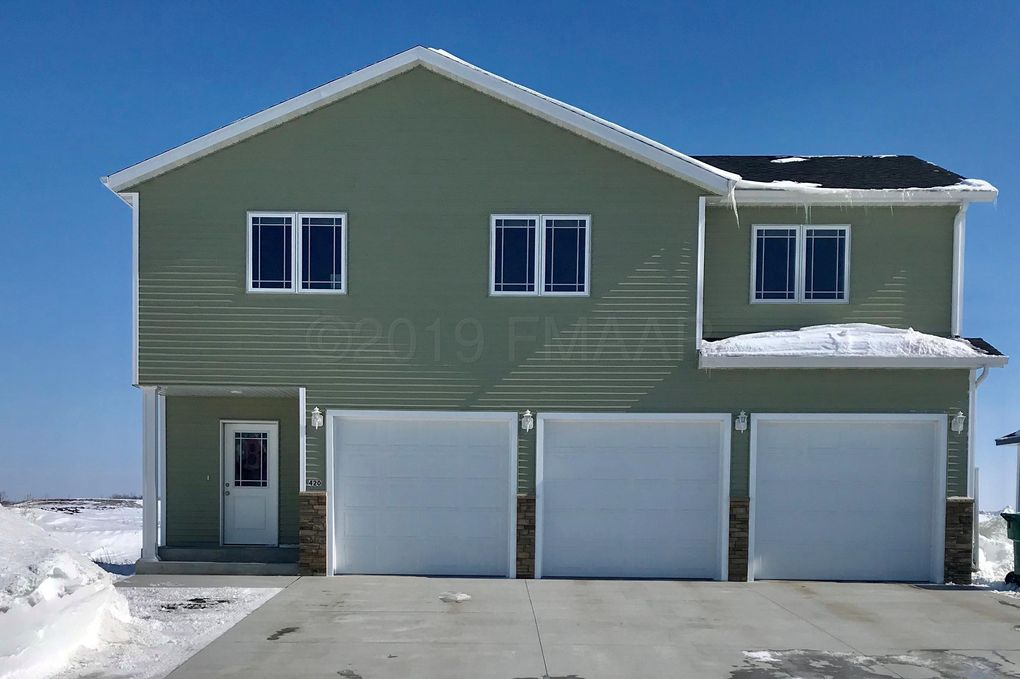 420 6th St E, Horace, ND 58047