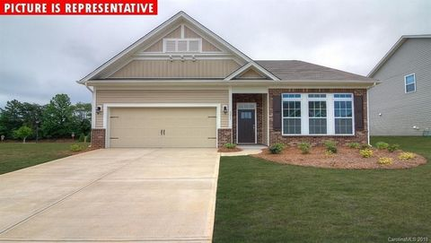 Photo of 3696 Norman View Dr Unit 162, Sherrills Ford, NC 28673