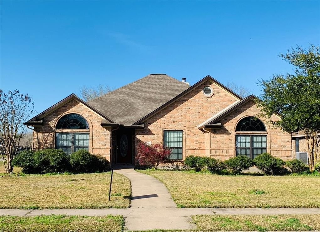 146 Dove Trl, Richwood, TX 77531