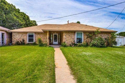 Photo of 1128 County Road 529, Burleson, TX 76028