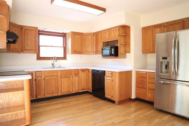 1227 Neale Ln, Miami Township, OH 45140 - Kitchen