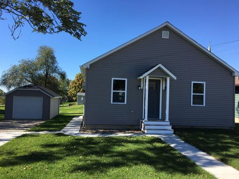 106 5th St, West Point, IA 52656