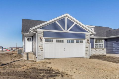 1393 Applewood Dr, Fairfax, IA 52228