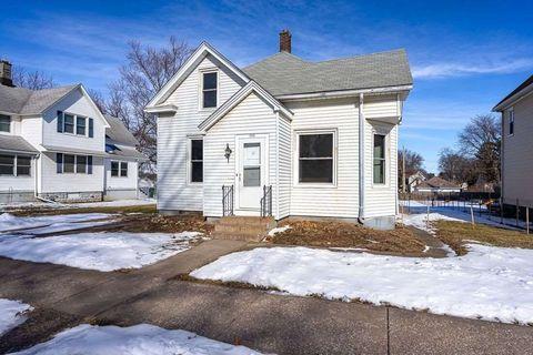 Photo of 1532 W Pleasant St, Davenport, IA 52804