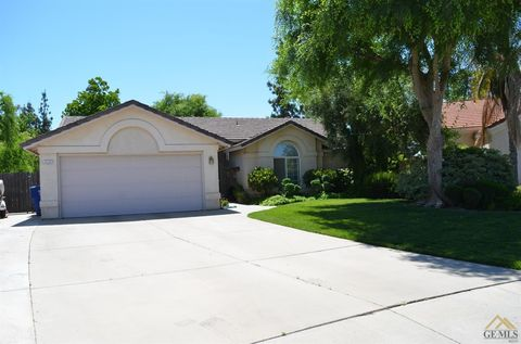 Photo of 4204 Templeton St, Bakersfield, CA 93312