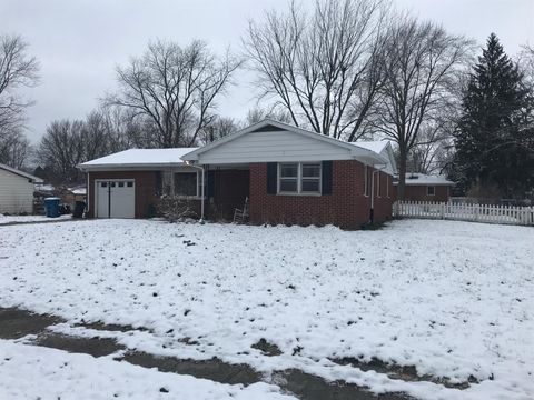 706 Sunset Dr, Kouts, IN 46347