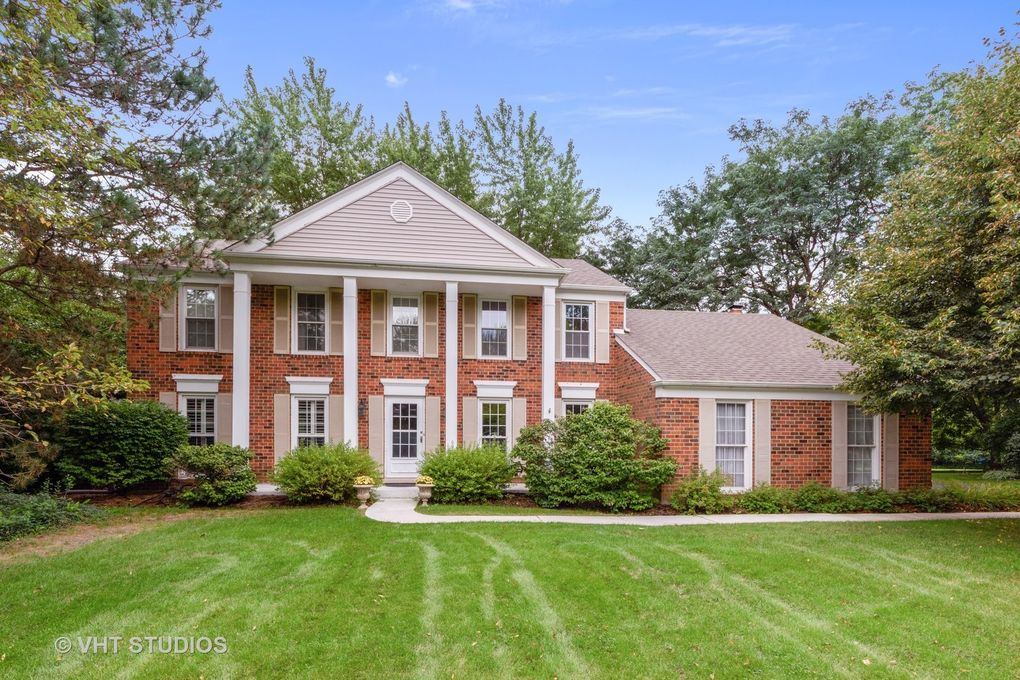 881 Georgetowne Ln, Barrington, IL 60010