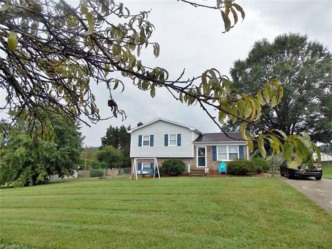 182 Meadowview Dr, Mount Airy, NC 27030