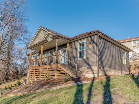 Photo of 241 Brooklyn Ln, Asheville, NC 28803