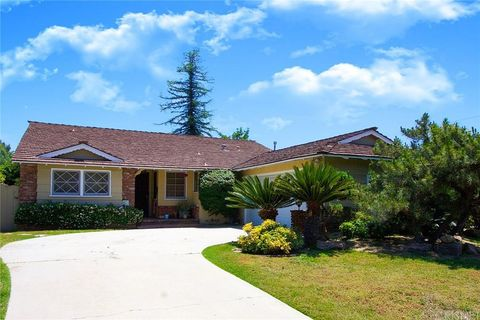 Photo of 8948 Dempsey Ave, North Hills, CA 91343