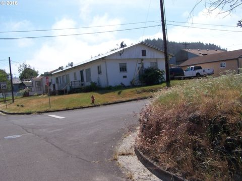 715 Clearlake Ave, Winchester Bay, OR 97467