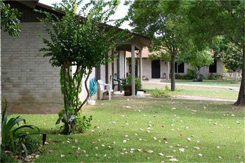 Photo of 221 Peach St, Luling, TX 78648