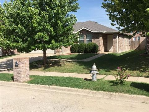 1721 Baxter Springs Dr, Fort Worth, TX 76247