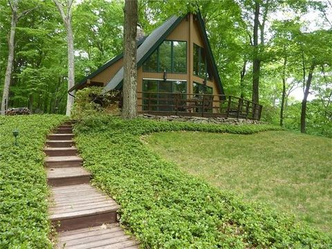 11 White Hollow Rd, Sharon, CT 06069