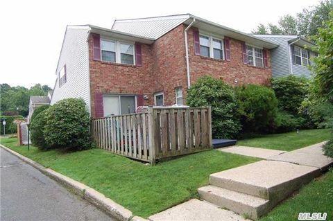 107 Aspen Dr E, Woodbury, NY 11797