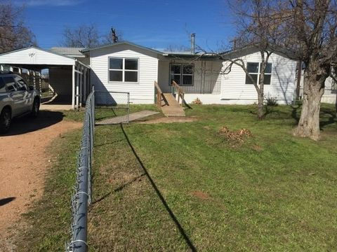 Photo of 1647 Arrow Head Trl, Kingsland, TX 78639