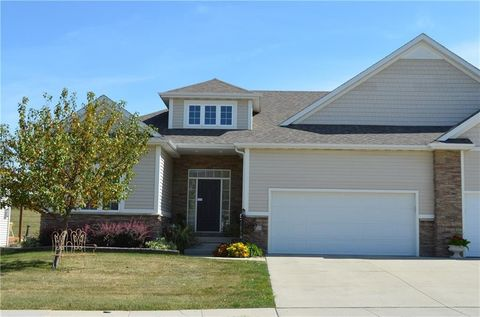 2015 Copper Wynd Ct, Pleasant Hill, IA 50327