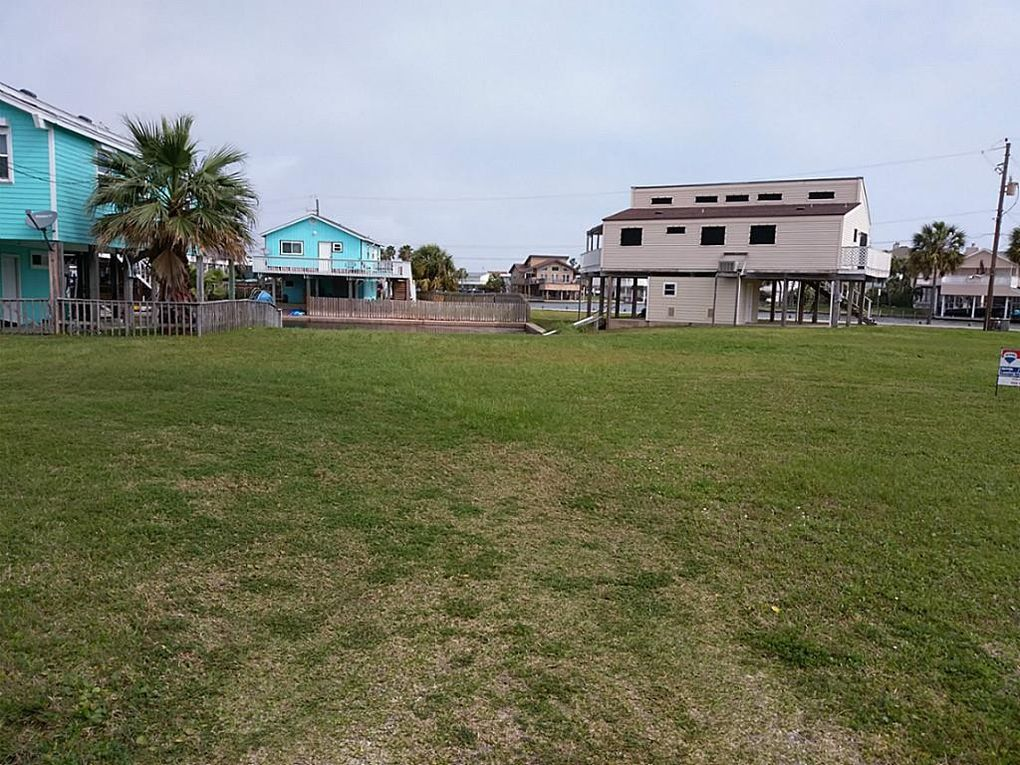 16600 Curlew Rd, Jamaica Beach, TX 77554