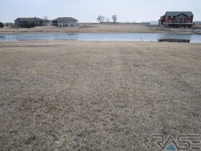 119 Woodland Dr, Madison, SD 57042
