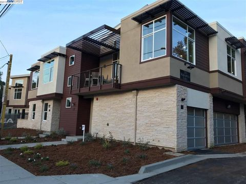 Photo of 325 Stoneyridge Ln Unit 3, Walnut Creek, CA 94596