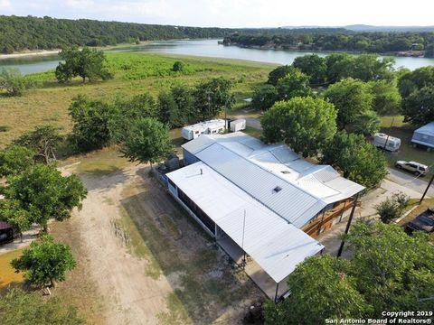 281 Water St, Pipe Creek, TX 78063