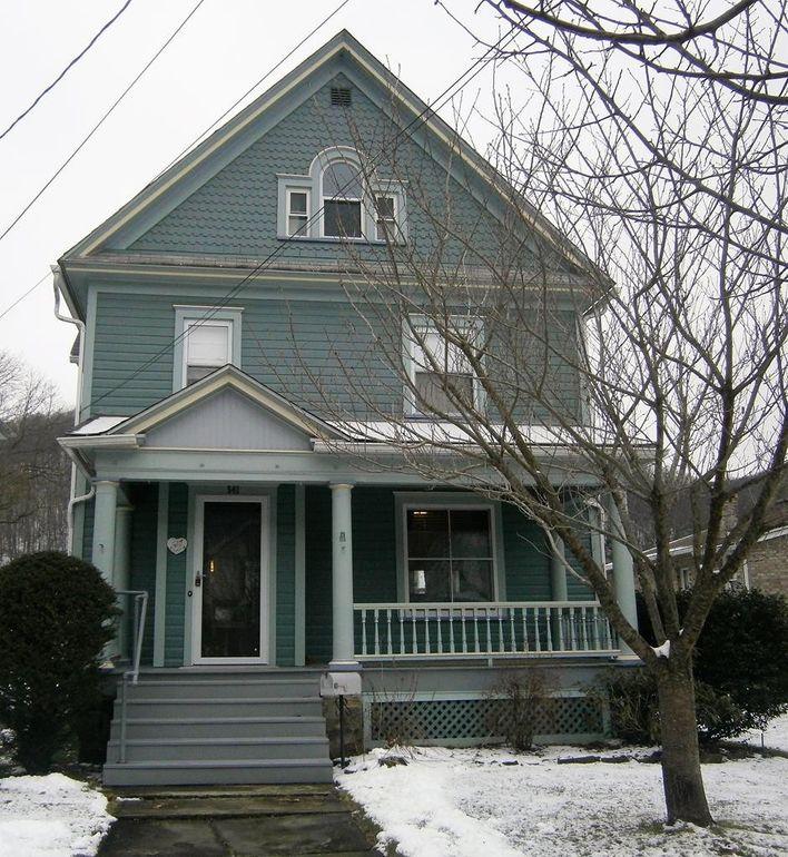 541 Elk St, Franklin, PA 16323