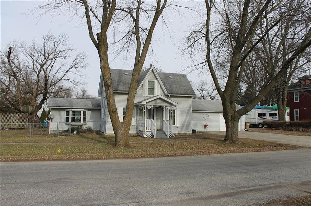 109 5th St Nw, Mitchellville, IA 50169