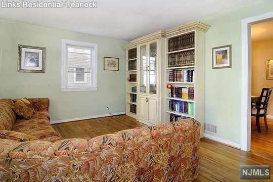 166 Baker Ave, Bergenfield, NJ 07621