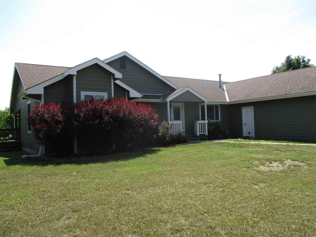 4665 Scotch Pine Cir, Wamego, KS 66547