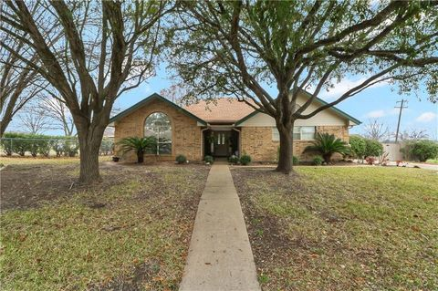 Photo of 1710 Oaklawn Dr, Taylor, TX 76574