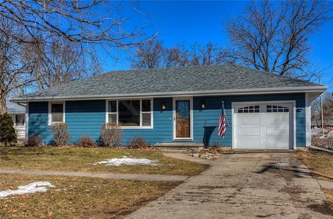Photo of 425 E 1st St, Earlham, IA 50072
