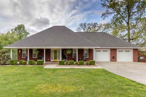 Photo of 3078 Waters Edge Dr, Morristown, TN 37814