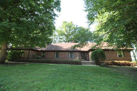 Superb 325 N Manor Dr Williamsport In 47993 Home Interior And Landscaping Synyenasavecom