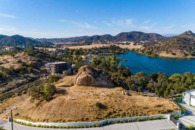 Westlake Village, California Economy