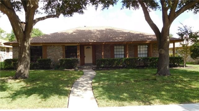915 Meandering Way, Mesquite, TX 75150